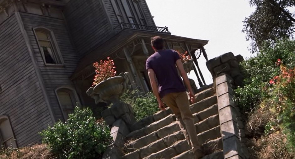 The sight of Norman Bates re-entering his house was so shocking that the cameraman keeled over and had a minor heart murmur