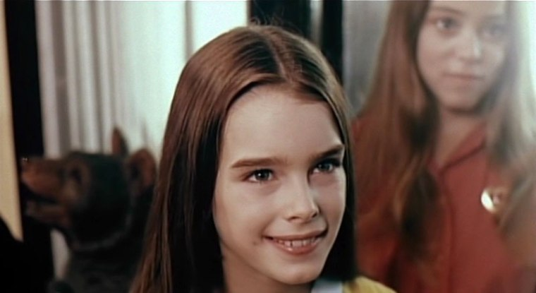 Look! It's Brooke Shields! Don't get too excited - she's about to peg it