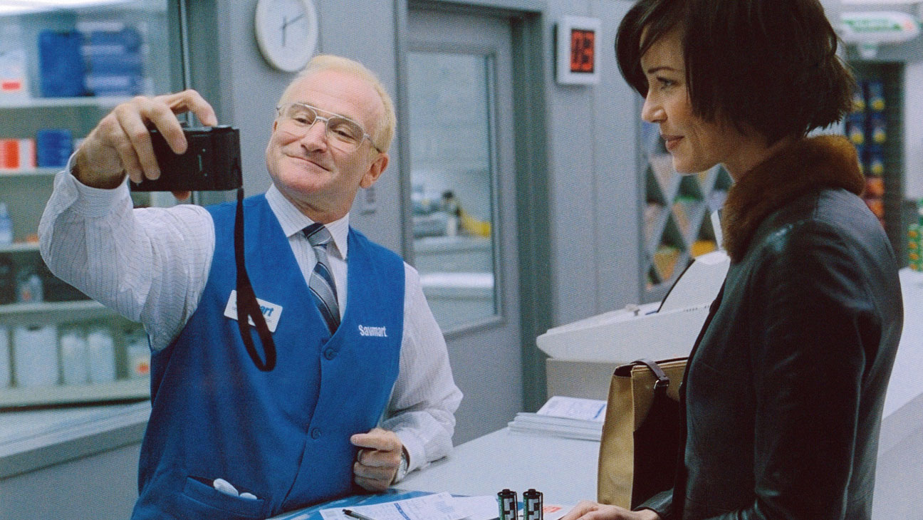 one hour photo sy explains himself Dark thriller one hour photo showcases deadly serious robin williams bring into a one hour photo sy he really thinks of himself as.