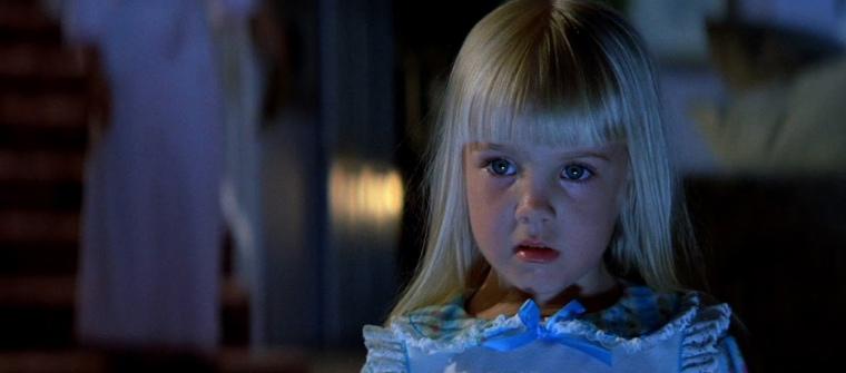 Little Carol-Anne even has a bit of a Drew Barrymore feel to her