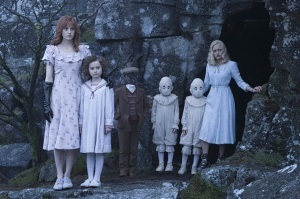miss-peregrines-home-for-peculiar-children-pic-3